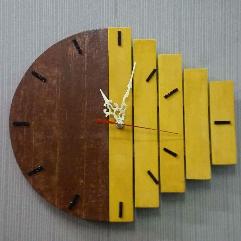 ساعة حائط ٣