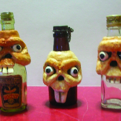 زجاجات وجماجم