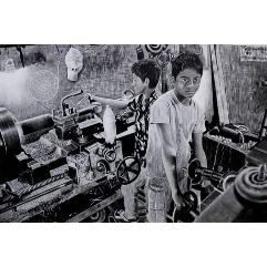 معاناة الطفل العامل