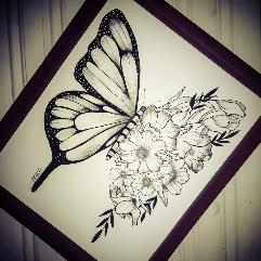 جمع بين الورد و فراشة