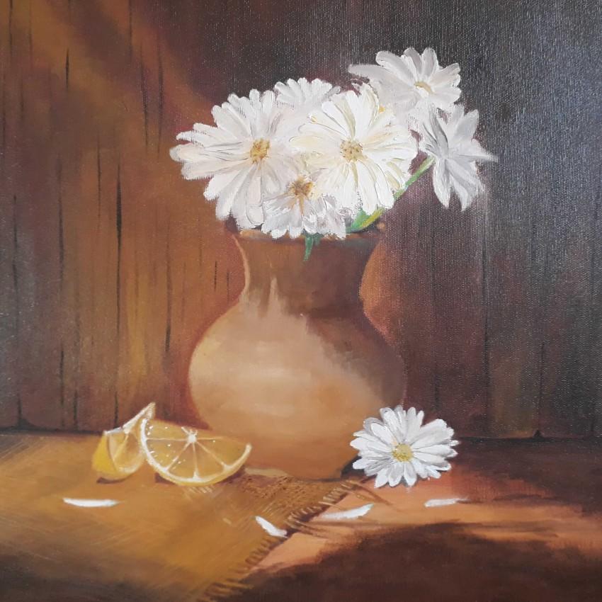 فازة زهور النرجس البيضاء
