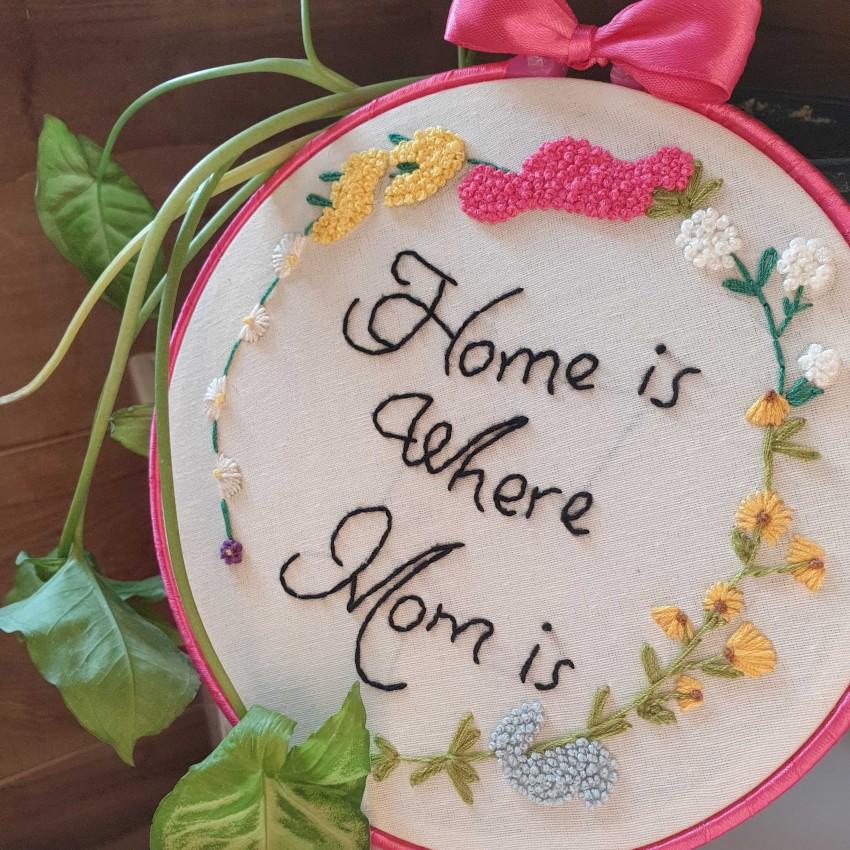 البيت هو اينما توجد الام