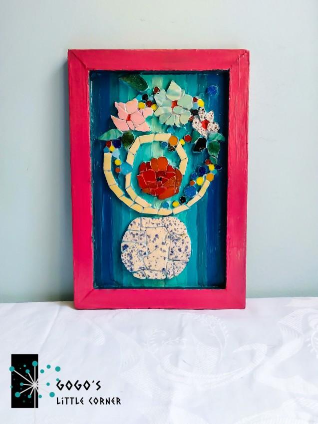 (فازة بورود ملونة  (فن الموزاييك