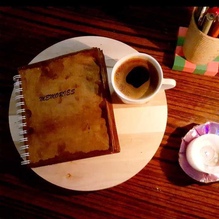 دفتر ذكريات برائحة القهوة