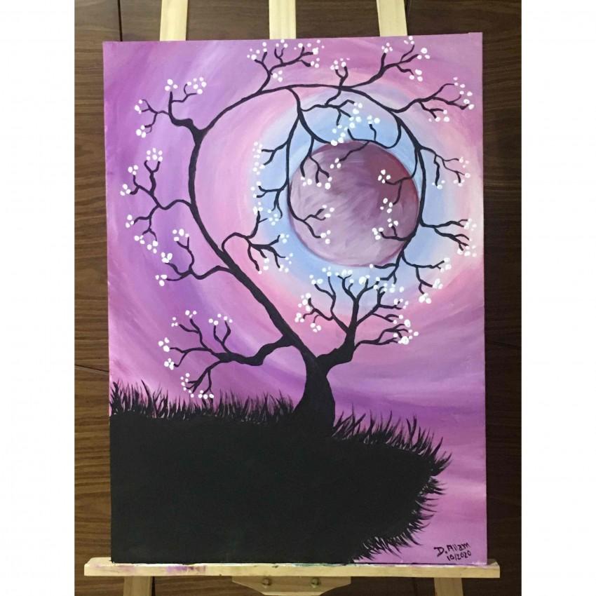 فروع شجرة الكرز تحتضن القمر