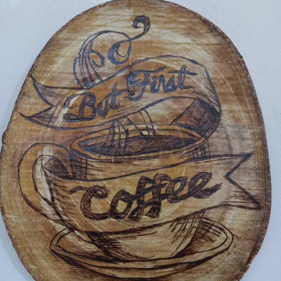 (فنجان قهوة  (حرق على جذوع الشجر