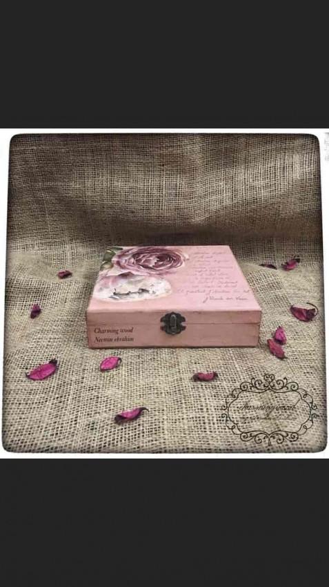 صندوق مزين بالديكوباج