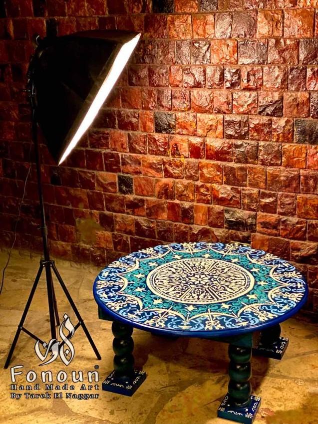 طاولة مستديرة مرسومة