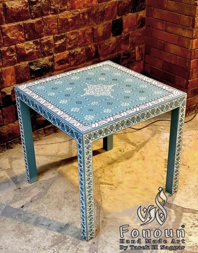 (طاولة مرسومة يدويا (جاليري فنون